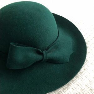 Treasure alert! Holt Renfrew vintage bow hat